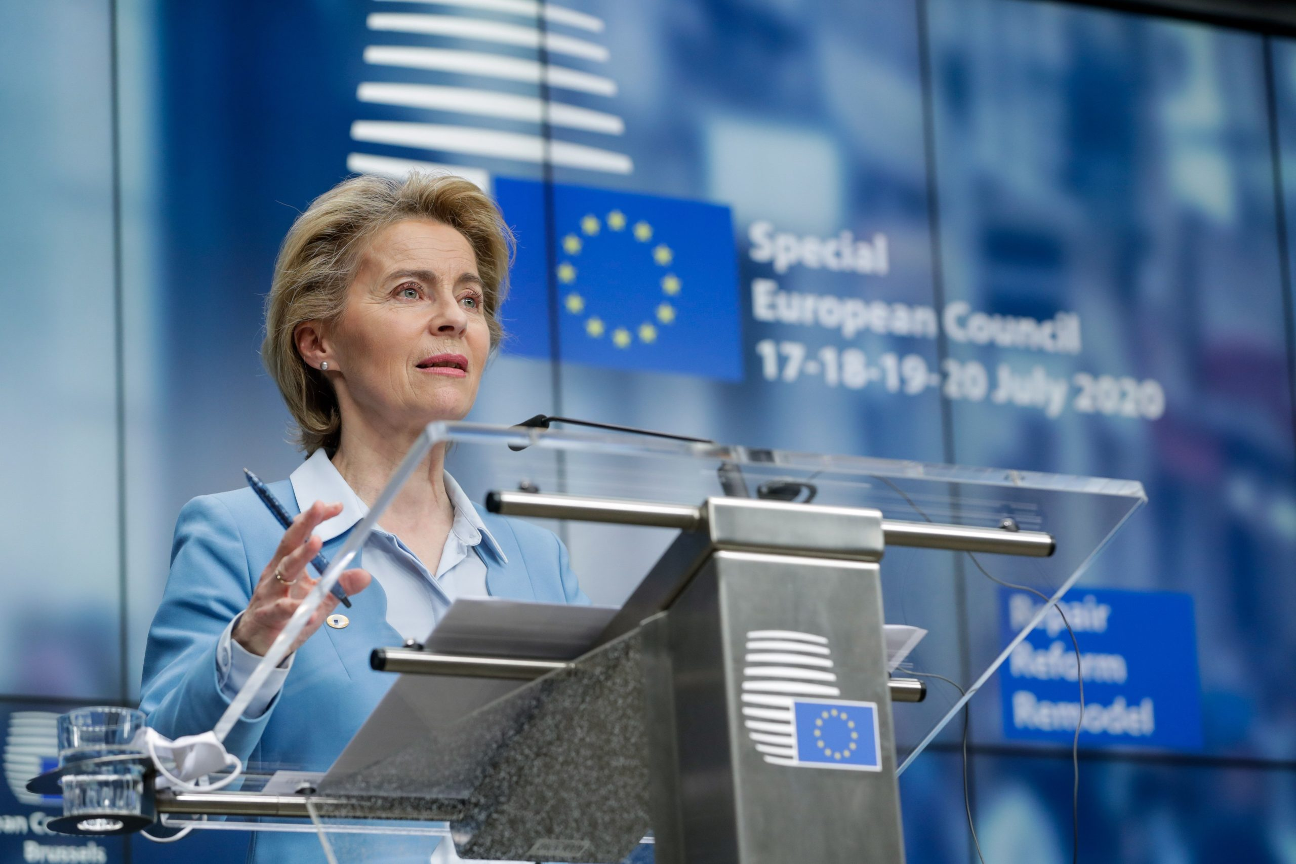 Photo of Von der Leyen laments regrettable cuts in budget accord