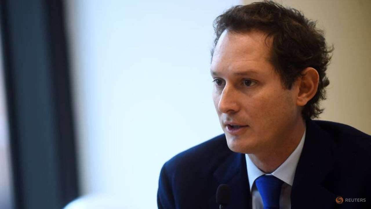 Photo of Ferrari chairman Elkann backs Binotto, sets 2022 target