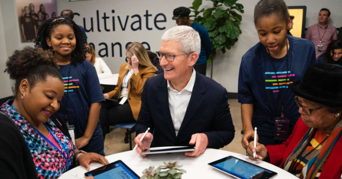 Photo of Apple boss becomes a billionaire as share price climbs