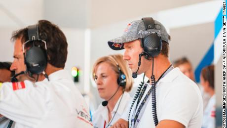 Photo of Susie Wolff says Lewis Hamilton's criticism of F1 is 'absolutely valid'