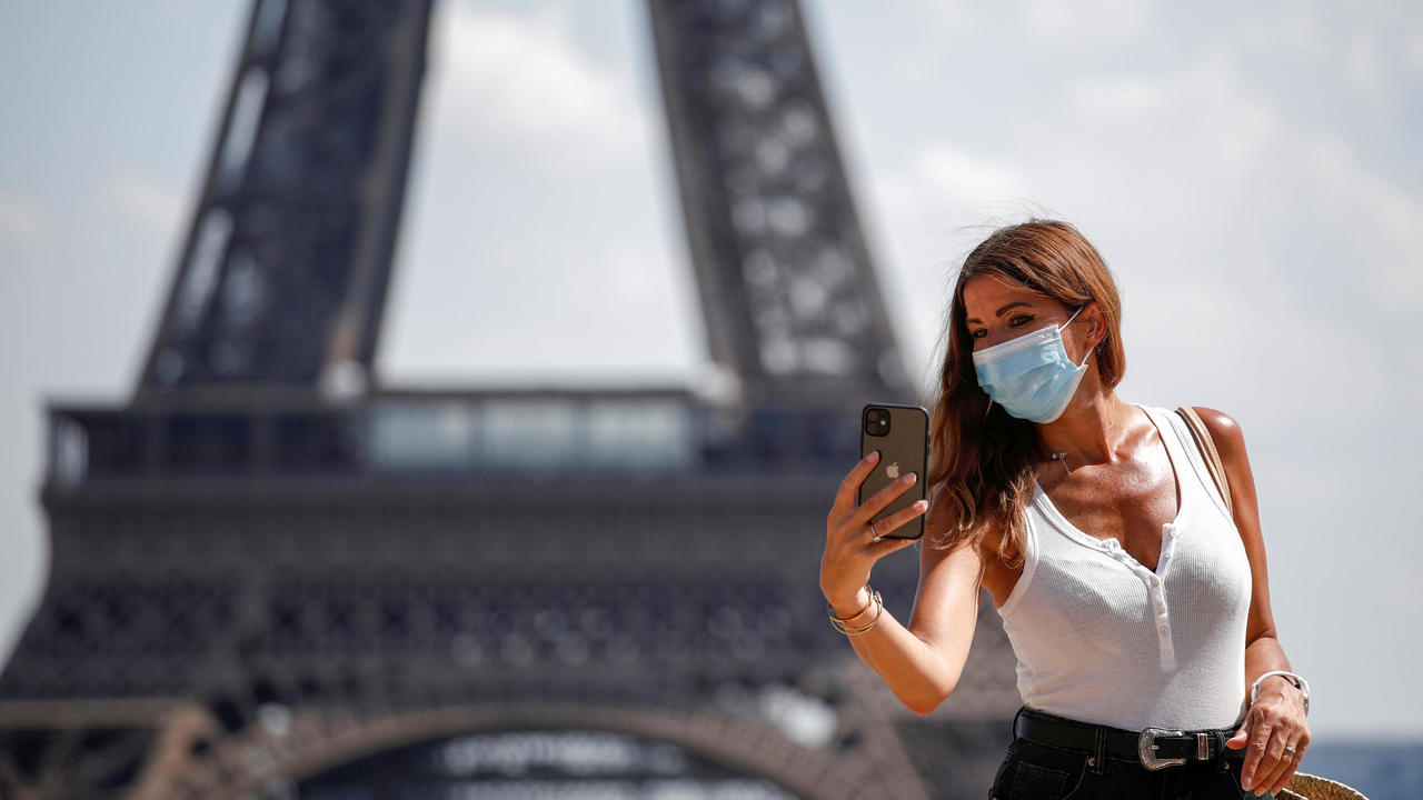 Photo of Face masks now compulsory in Paris tourist hotspots amid second-wave fears