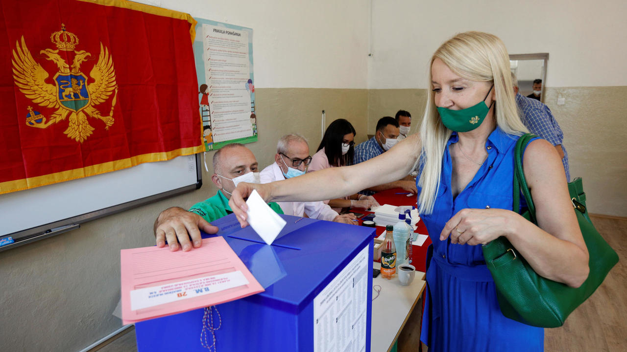 Photo of Montenegro voters face choice between pro-EU ruling party and pro-Russian opposition