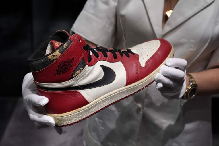 Photo of Basketball: Michael Jordan's sneakers sell for US$615,000, new record