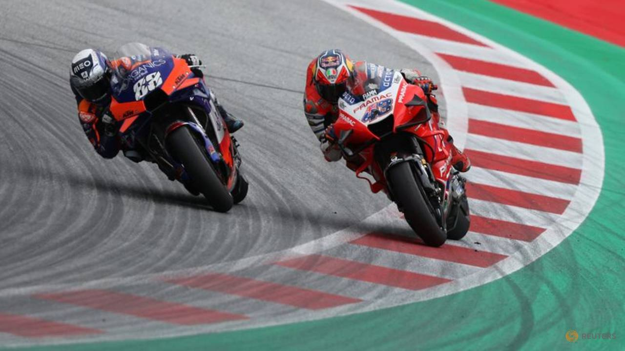 Photo of Oliveira leaves it late to snatch win at Styrian Grand Prix