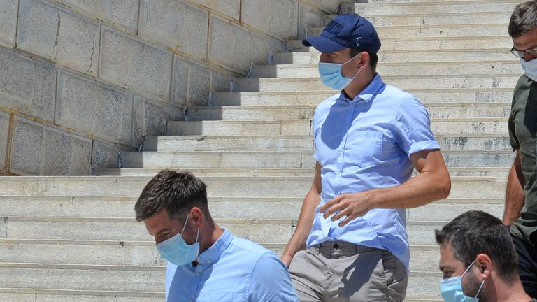 Photo of Harry Maguire removed from England squad after assault conviction in Greece