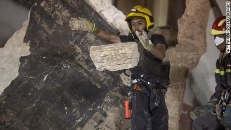 Photo of Beirut rescuers detect signs of life in rubble 30 days after explosion
