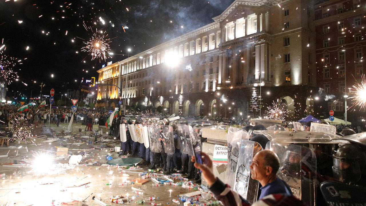 Photo of Anti-government protests turn tense in Bulgaria as thousands rally against PM
