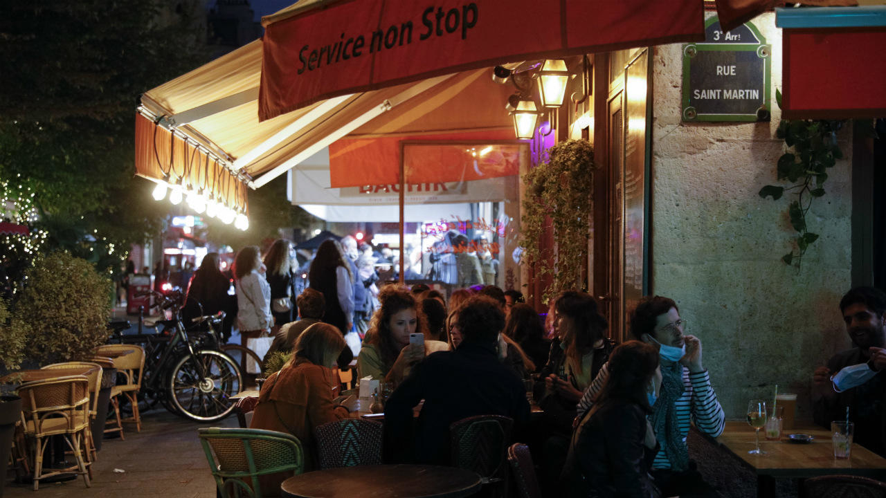 Photo of Last call: Paris bars forced to close early amid new rules to stem Covid-19 second wave