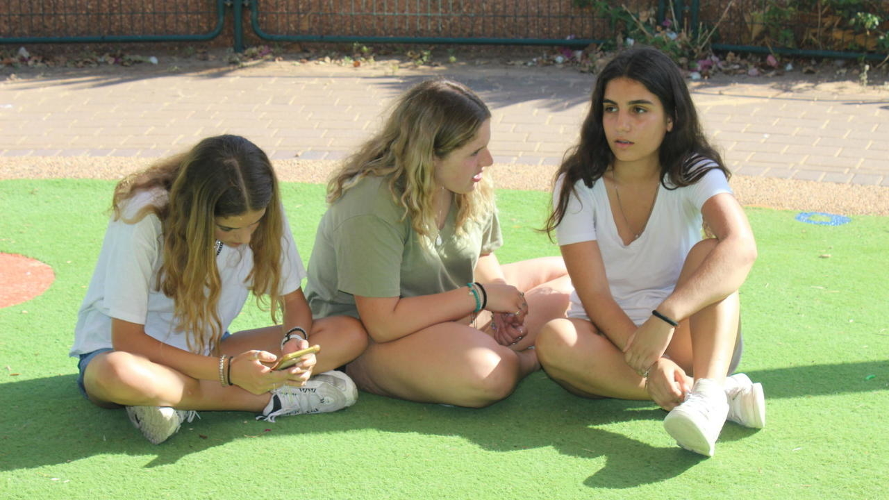 Photo of Israels shorts rebellion: Schoolgirls protest reveals deeply divided society