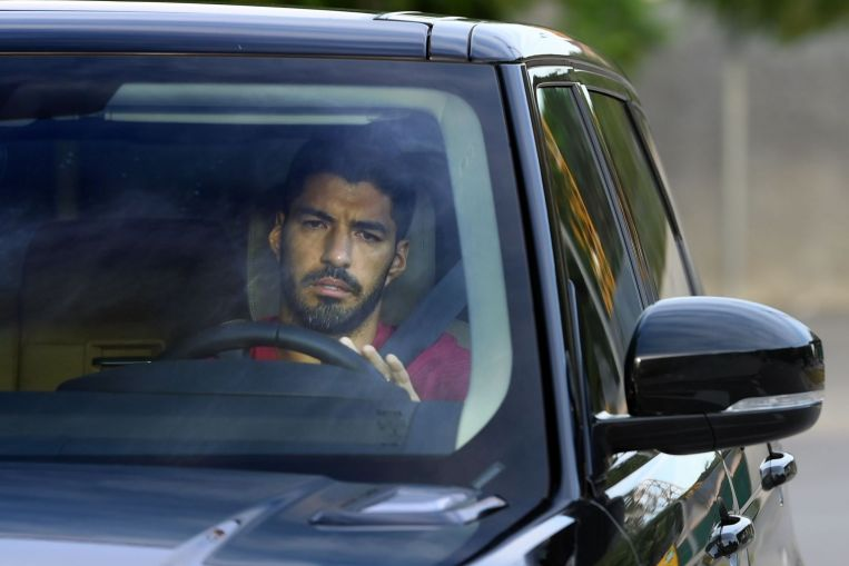 Photo of Football: Atletico-bound Luis Suarez leaves last Barca training in tears