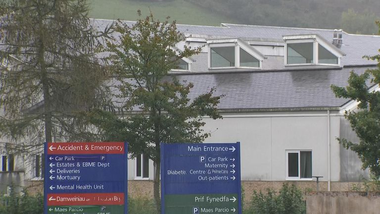 Photo of Eight dead and six in intensive care after 'super-spreader' COVID outbreak at Wales hospital