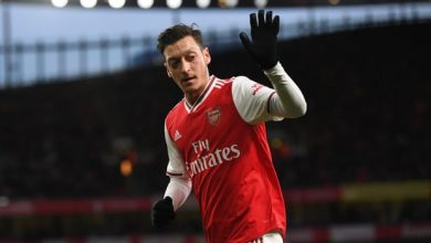 Photo of Mesut Özil says Arsenal goodbyes and flies out to complete Fenerbahce move